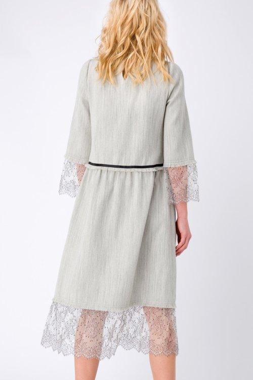 Жемчужное платье миди в стиле Шанель, декорированное кружевом и тесьмой