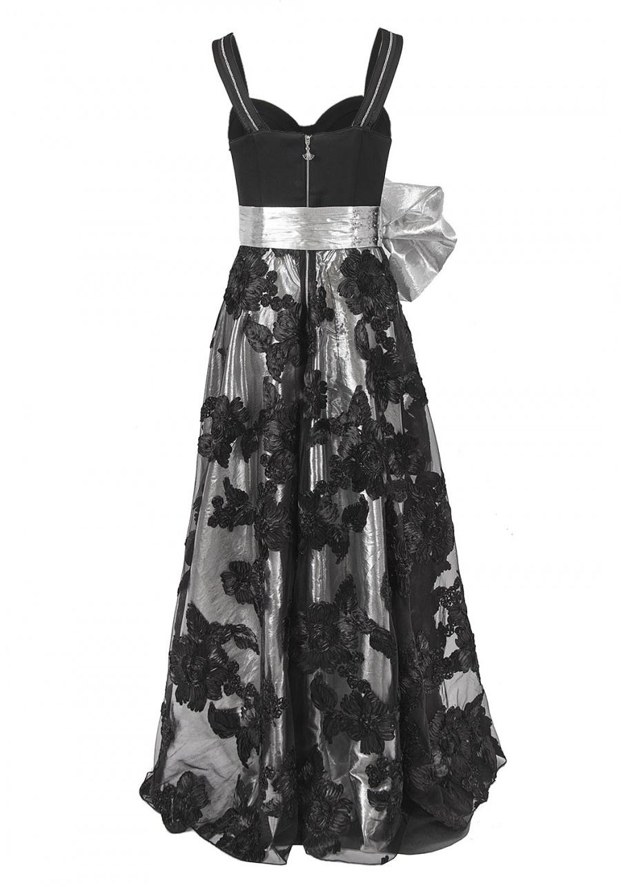 Платье длиною в пол с корсажем
