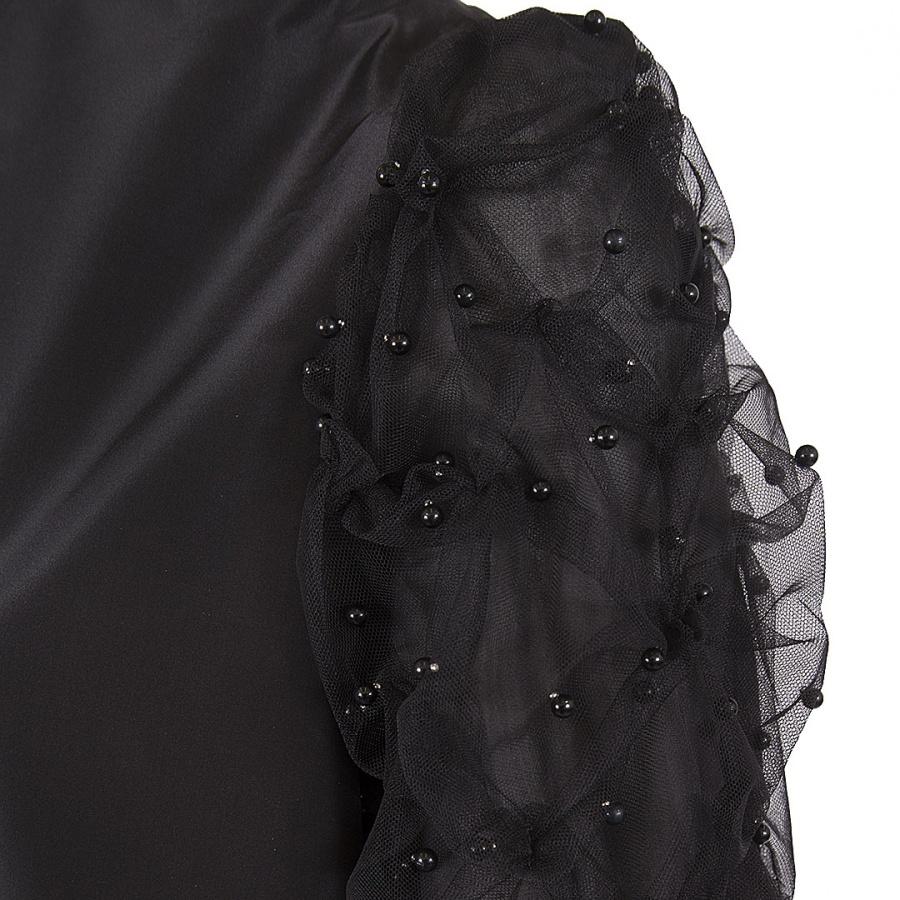 Платье трапеция с цельновыкроенной стойкой и рукавами декорированными драпированной сеткой с бусинами