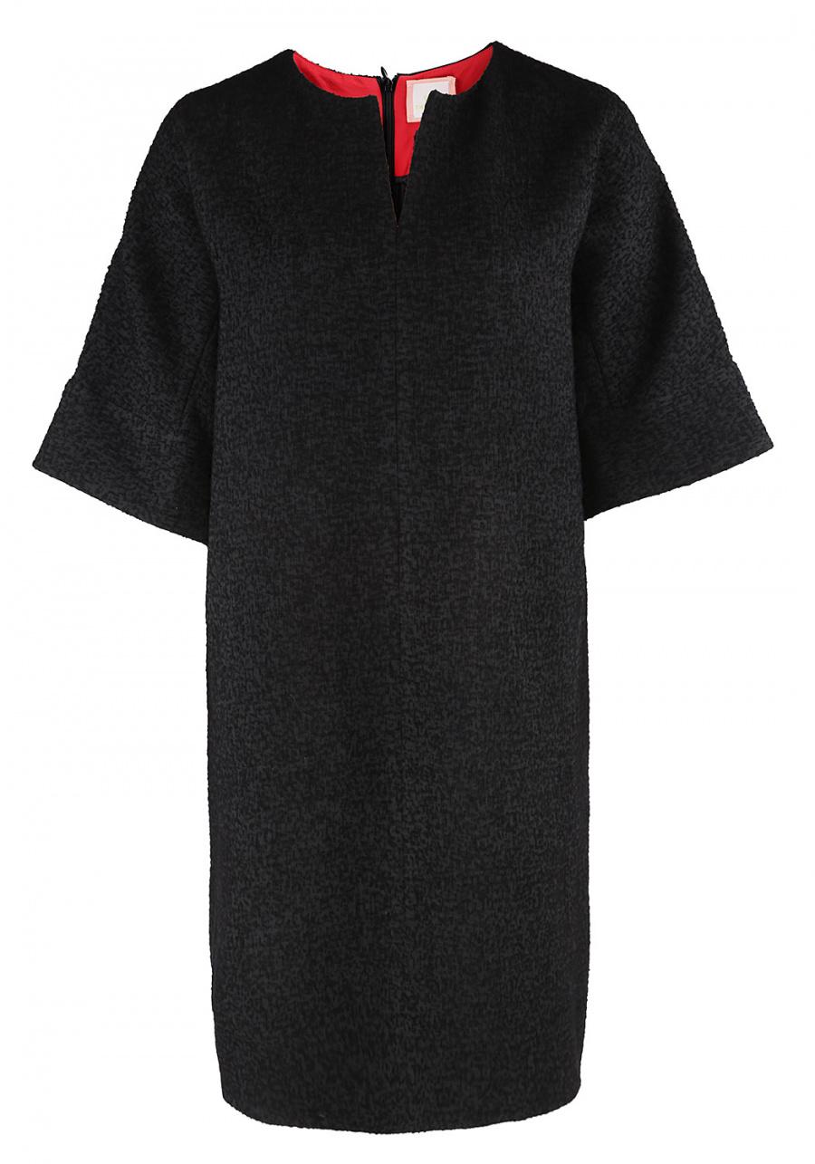 Прямое черное платье с обтачкой красного цвета