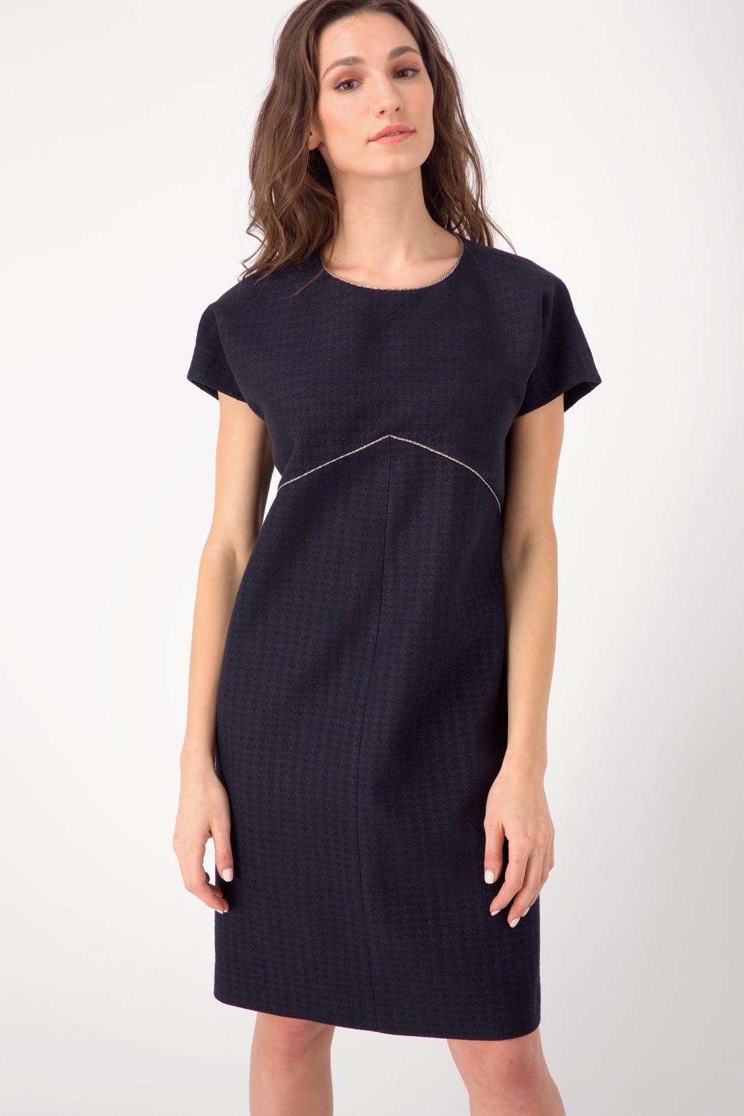 Черное платье-баллон с декоративной тесьмой