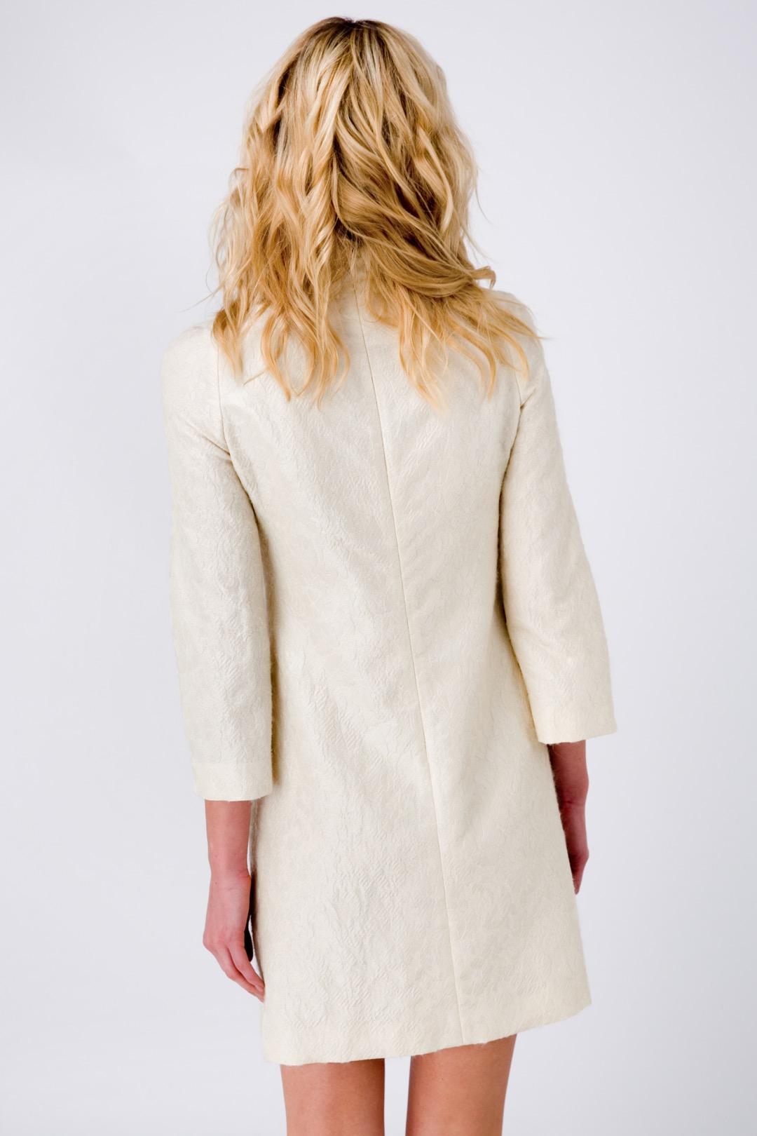Белое прямое платье мини в стиле 60-х