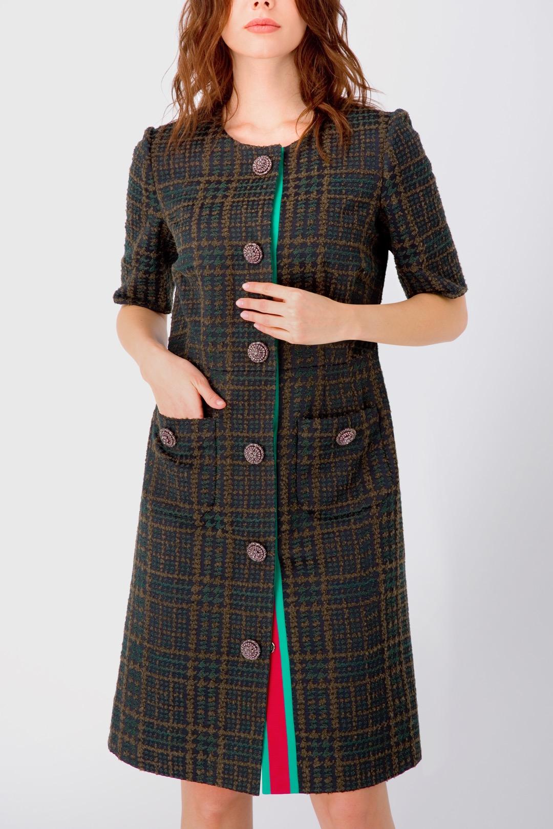 Платье-халат зеленого цвета с накладными карманами