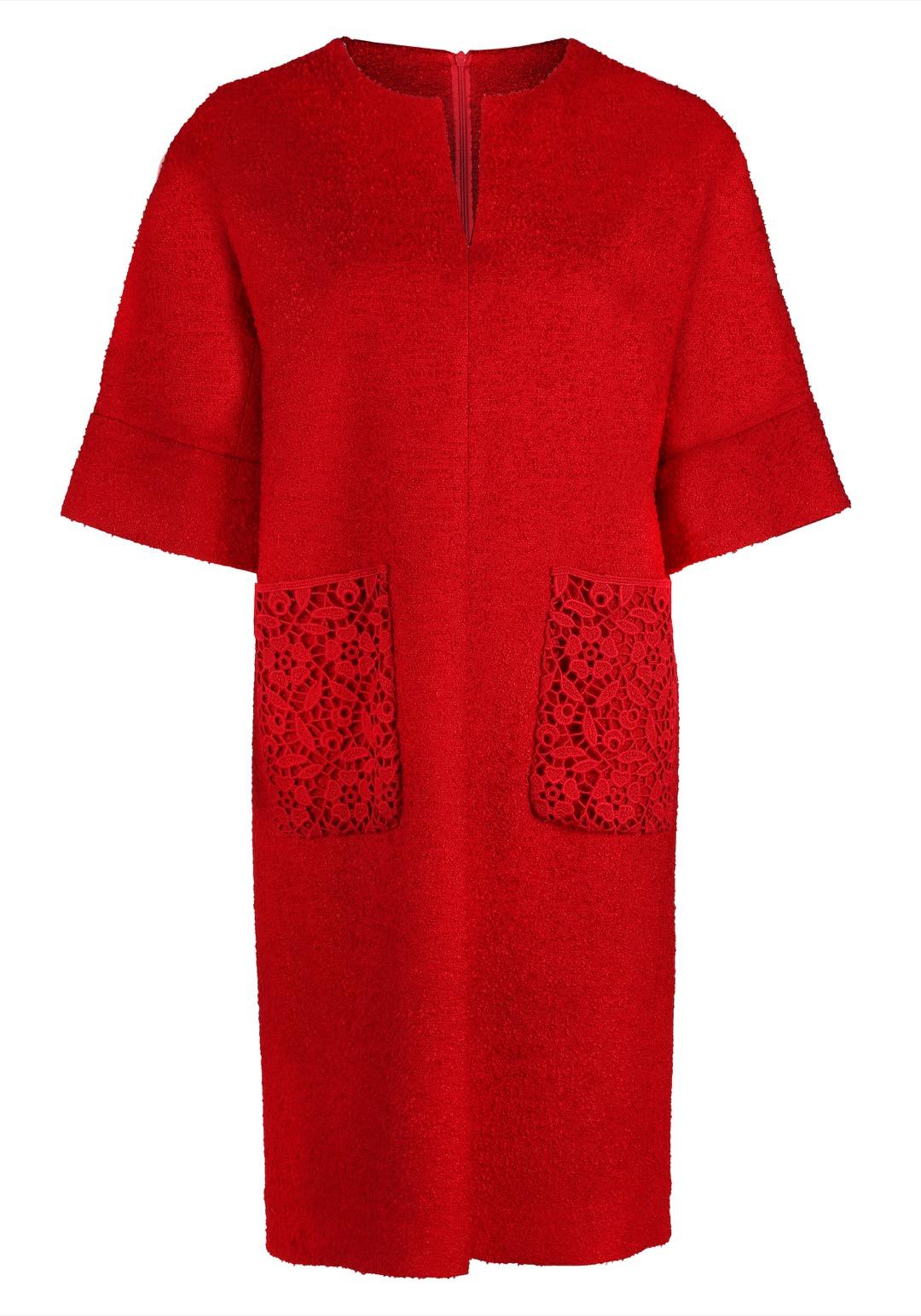 Прямое красное платье с накладными карманами