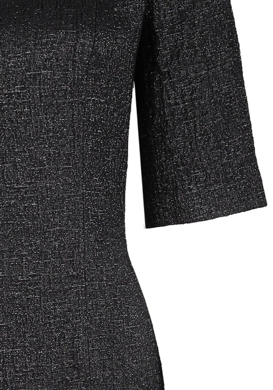 Черное платье-футляр с эффектом мерцания