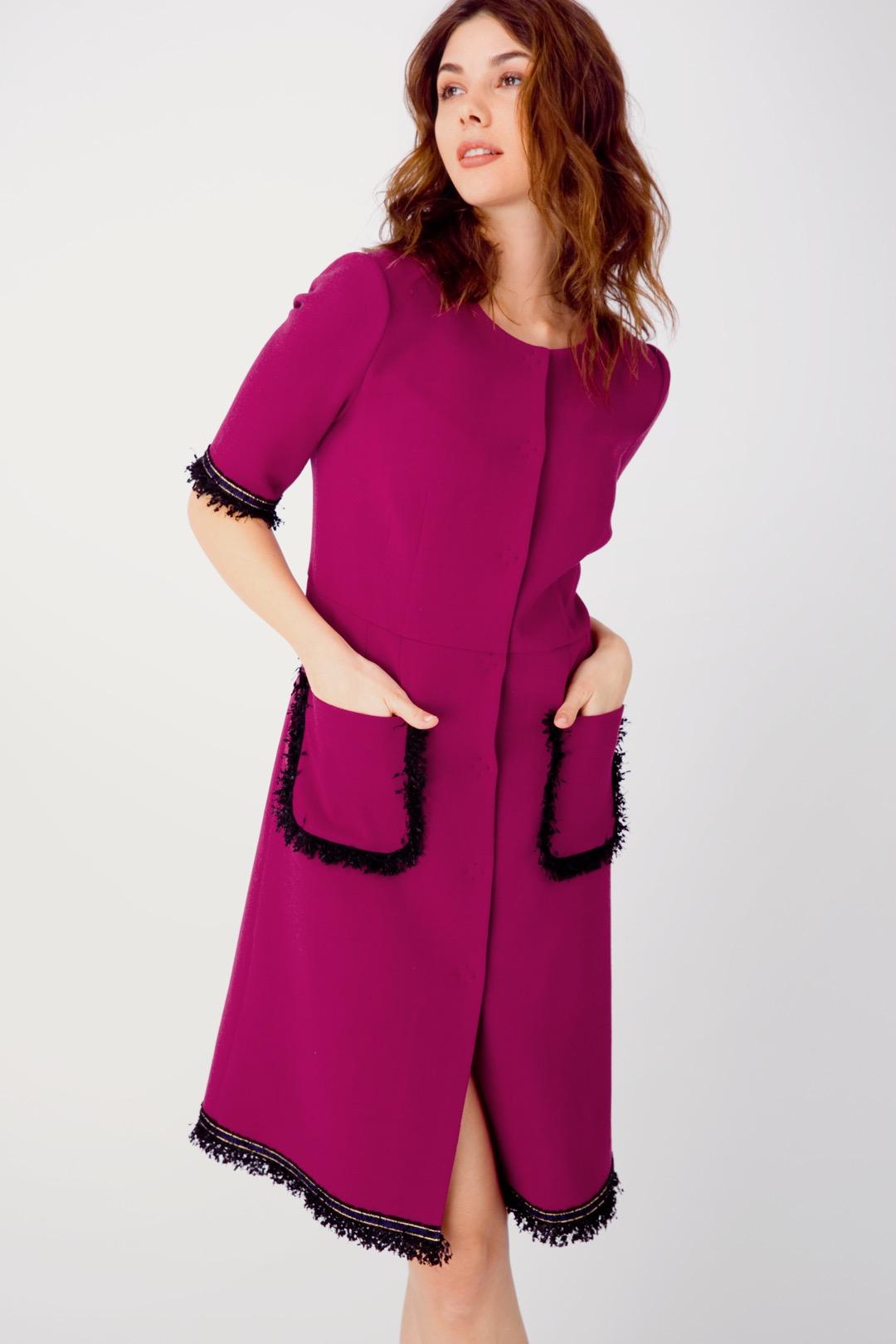 Платье-халат цвета фуксии с накладными карманами