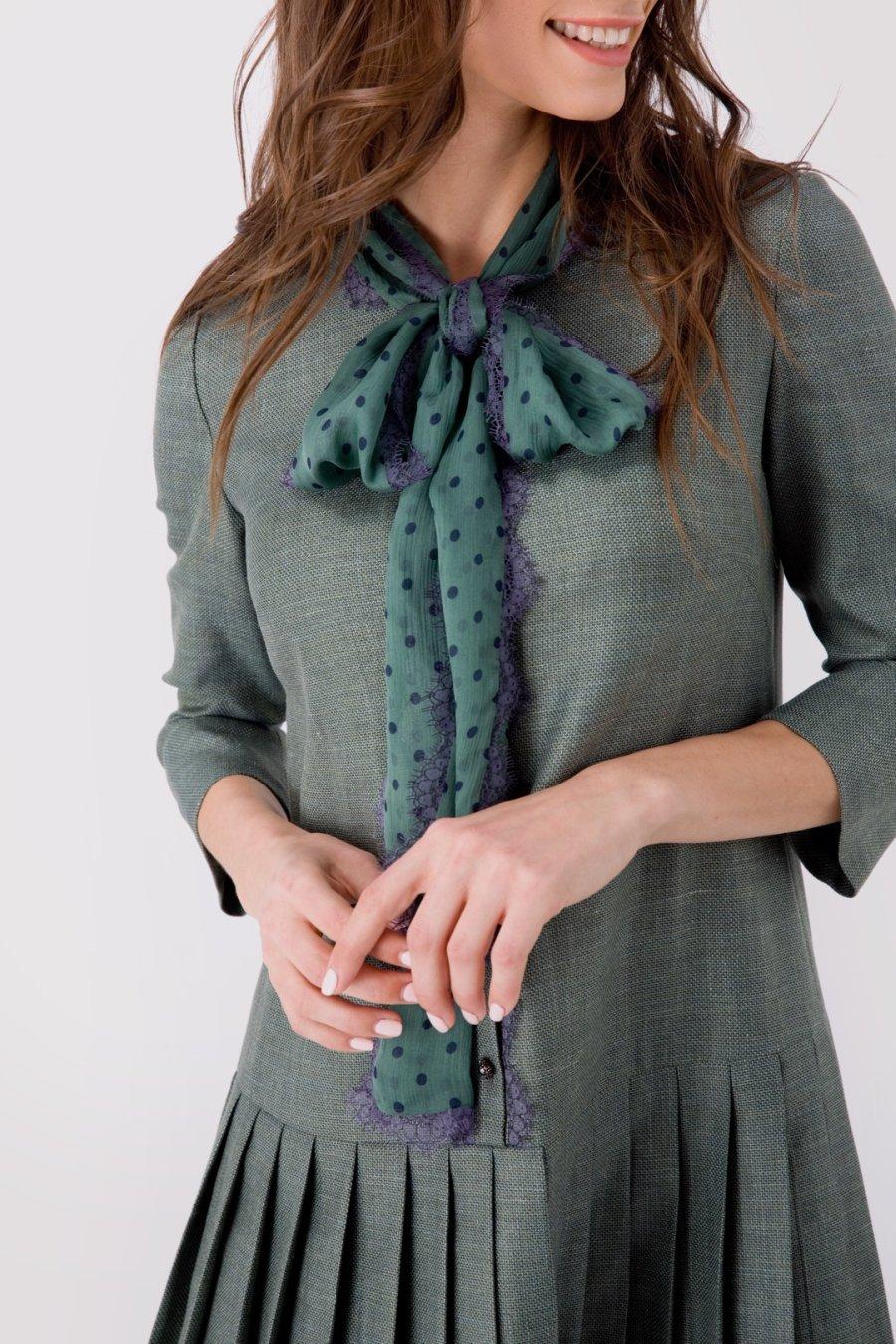 Серо-зеленое платье с шелковым бантом и юбкой  в складку