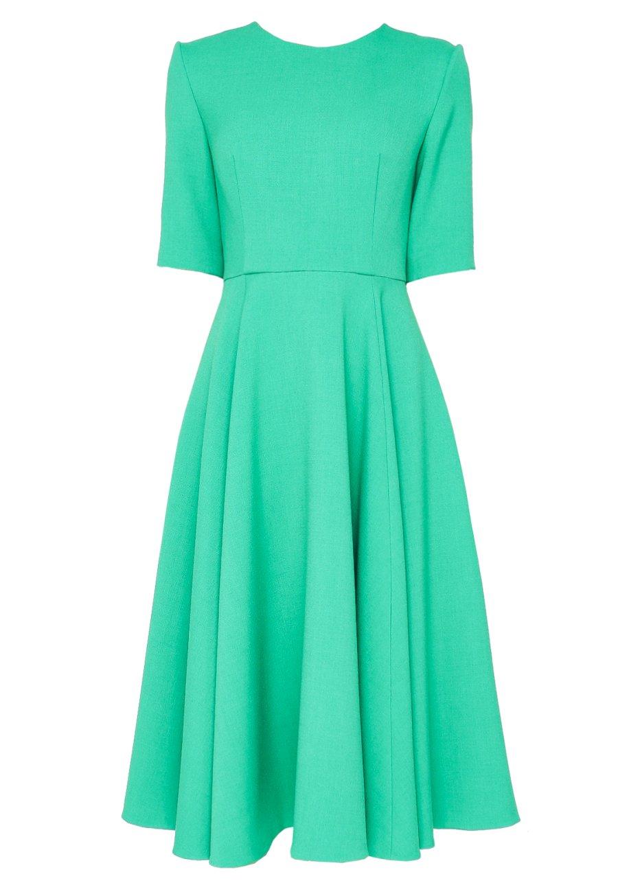 Зеленое приталенное платье миди