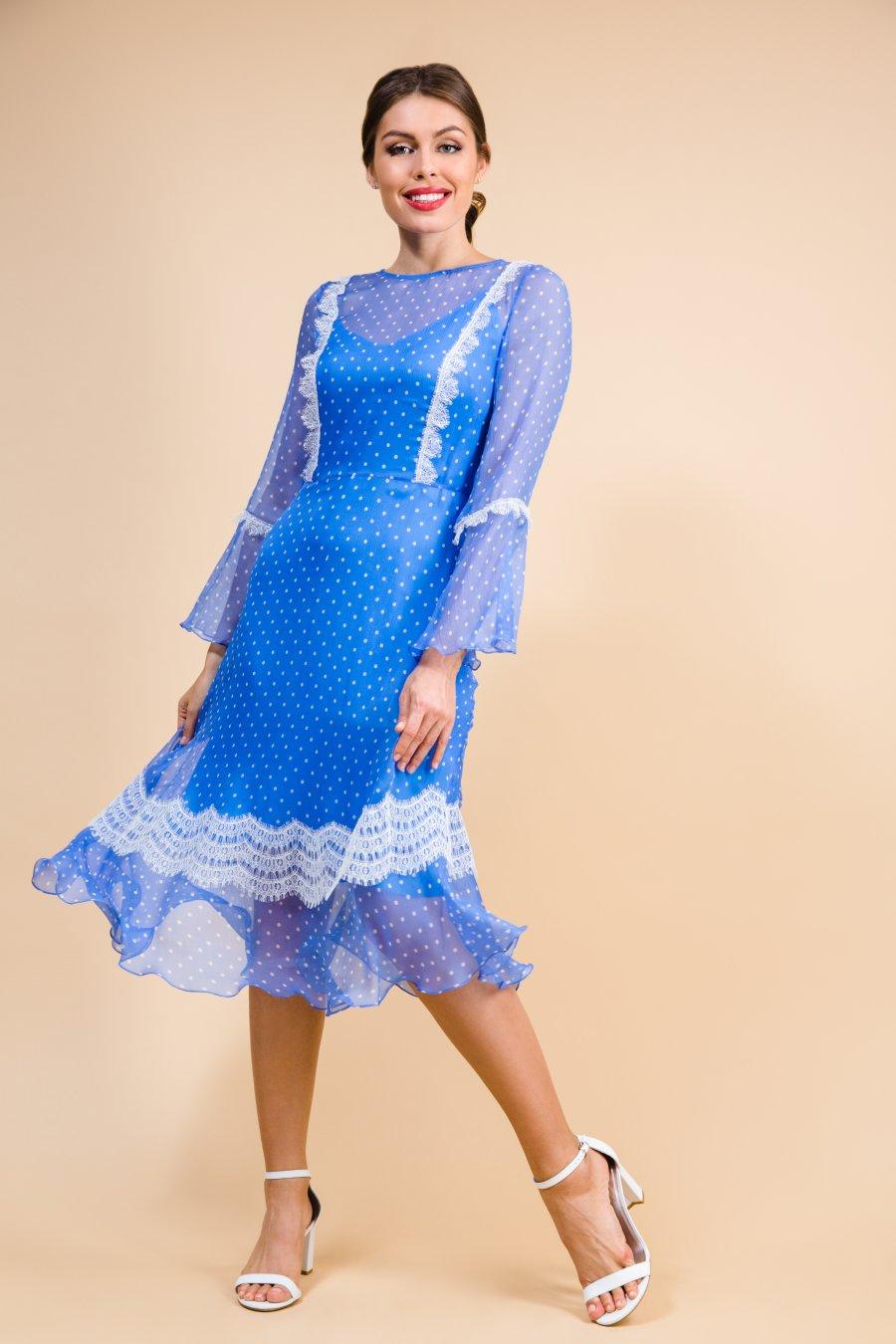 Шифоновое платье в горох, декорированное кружевом