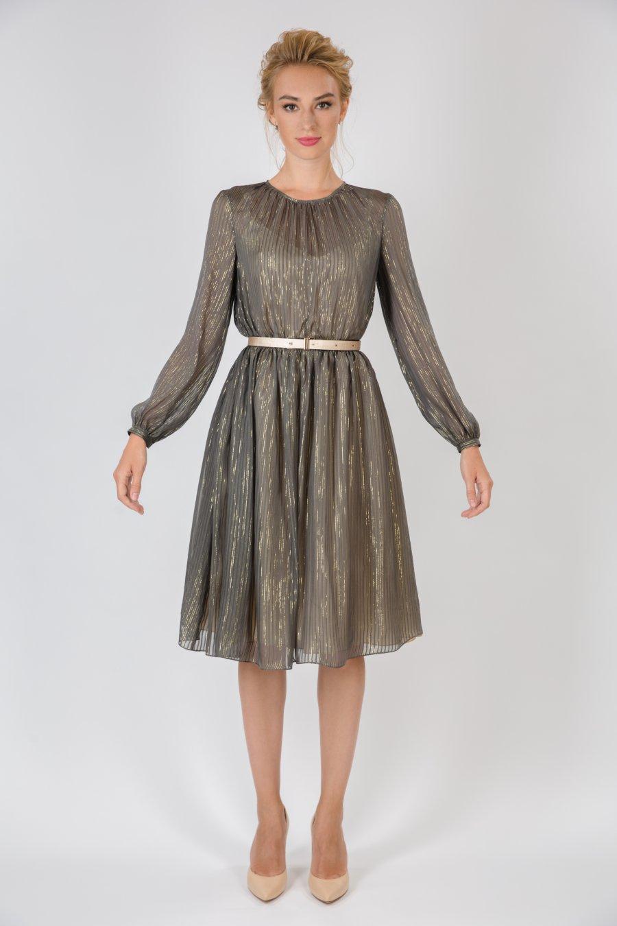 Приталенное шифоновое платье с комбинацией и поясом
