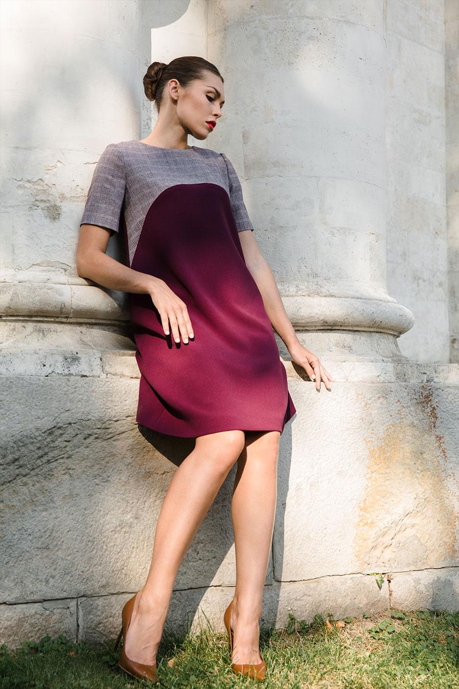 Бордовое платье-трапеция с бархатным кантом
