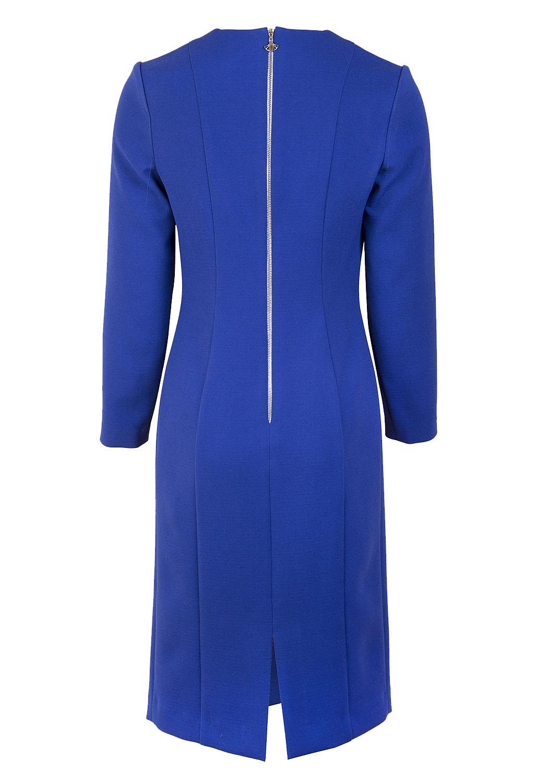 Синее платье прилегающего силуэта с рельефами и контрасной вставкой по переду.