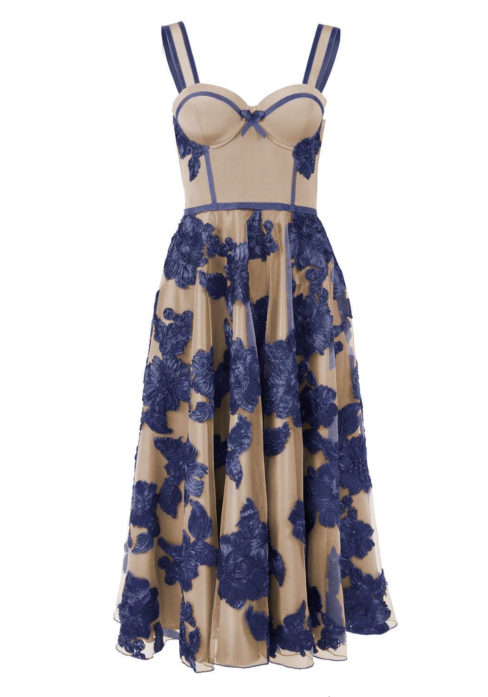 Платье длиною ниже колена, с корсажем