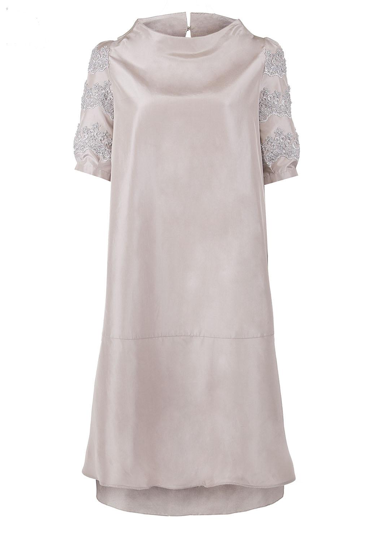 Платье трапеция с цельновыкроенной стойкой и рукавами декорированными вышивкой и бисером