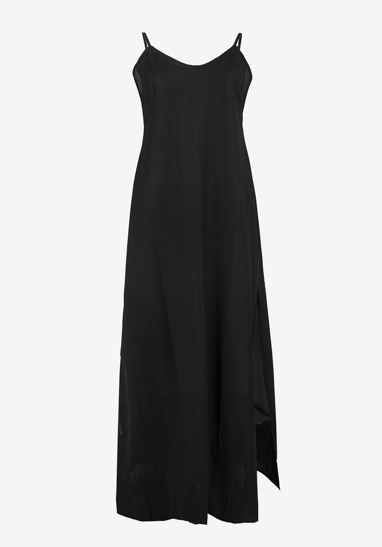 Черное платье в пол с планкой и рюшками