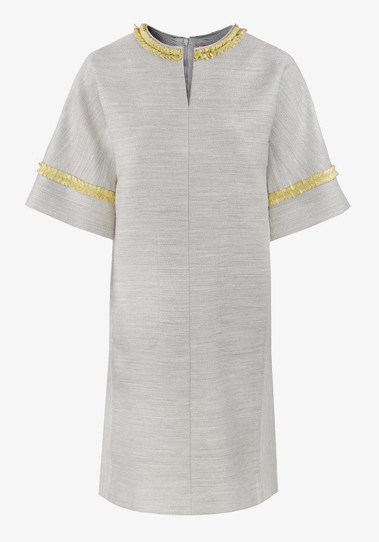 Прямое серое платье с декоративной тесьмой